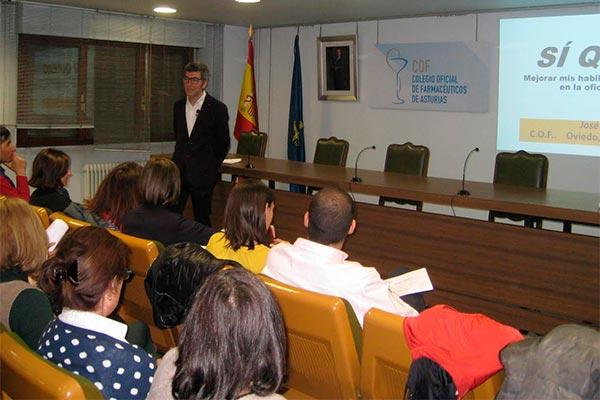 farmaceuticos asturianos se actualizan para comunicar mejor en la oficina de farmacia