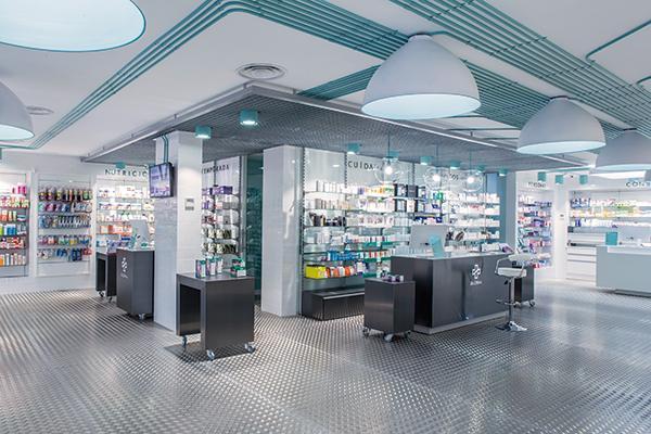 una farmacia con caracter de apertura