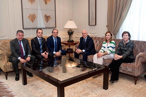 los presidentes del gobierno riojano cof y consejo general estrechan lazos