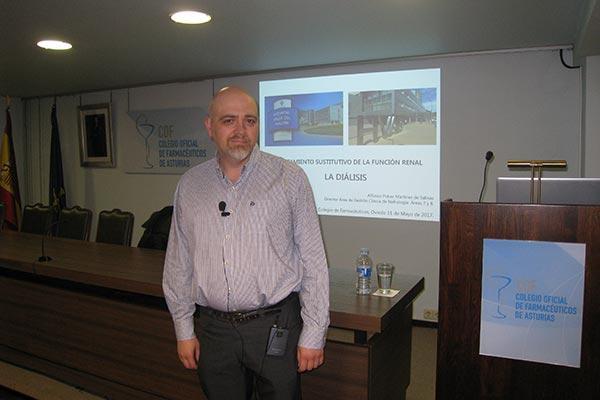 los farmaceuticos asturianos se actualizan para atender a pacientes con dialisis