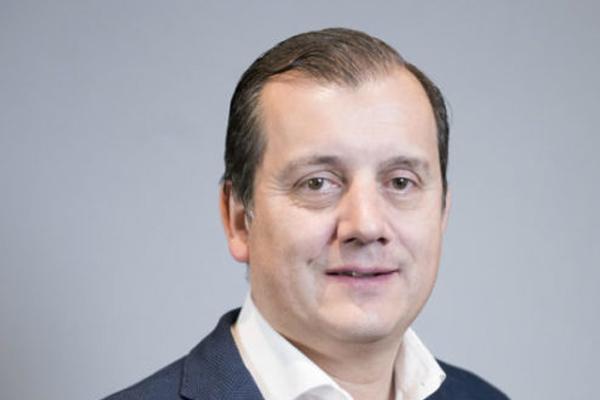 lopez arias presenta su candidatura alternativa a la presidencia de cofares