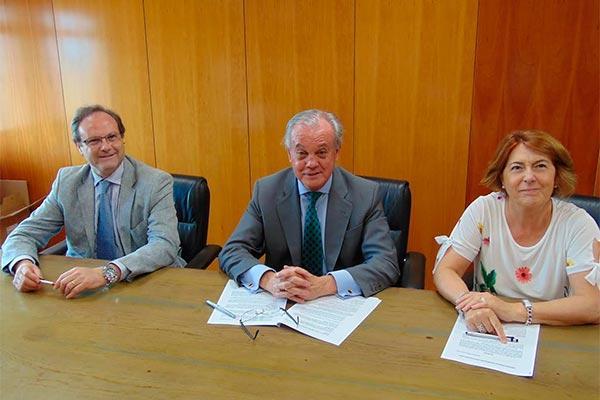 acuerdo entre cofares y sefac para fomentar y desarrollar la figura del farmaceutico comunitario
