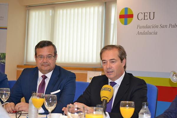 bidafarma analiza el sector farmaceutico en andalucia en los dialogos sobre sevilla