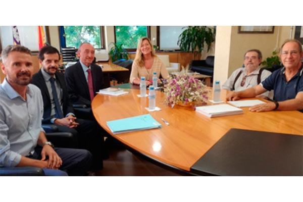 la consellera de salud balear se reune con la asociacion por un acceso justo al medicamento