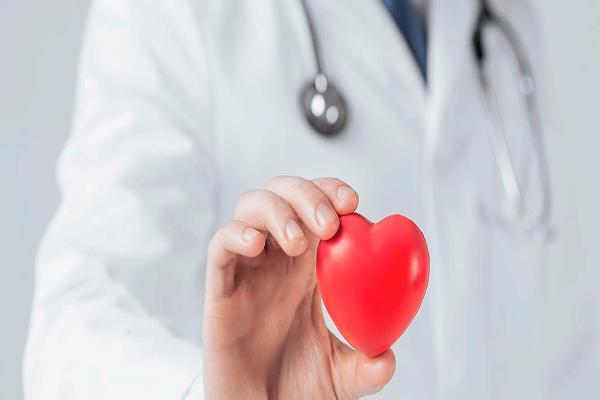 los cardiologos piden que se pierda el miedo a usar los dea