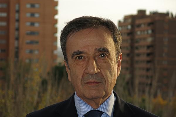 el espanol ha demostradonbspser un modelo excelente que permite a toda la poblacion el acceso a la salud y el bienestar