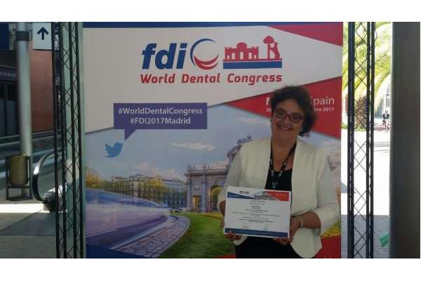 bexident de isdin premio al mejor poster en odontologia general en el world dental congress 2017