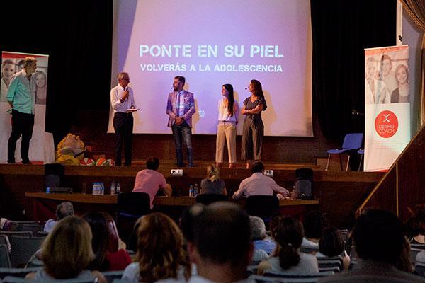 pierre fabre reune a dermatologos espanoles para abordar la comunicacion con el paciente adolescente