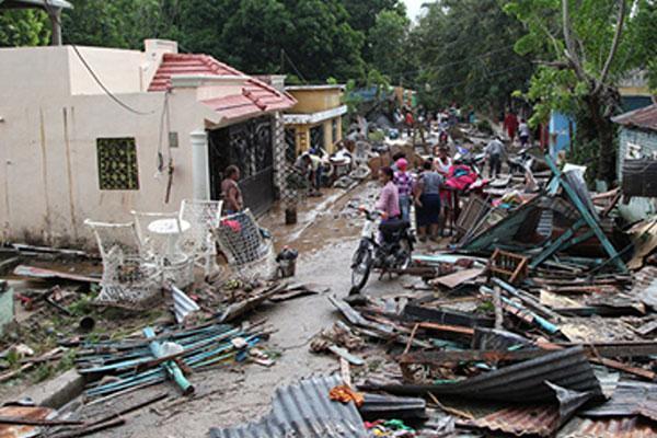 laboratorios vinas y farmamundi asisten a los afectados por los huracanes en republica dominicana