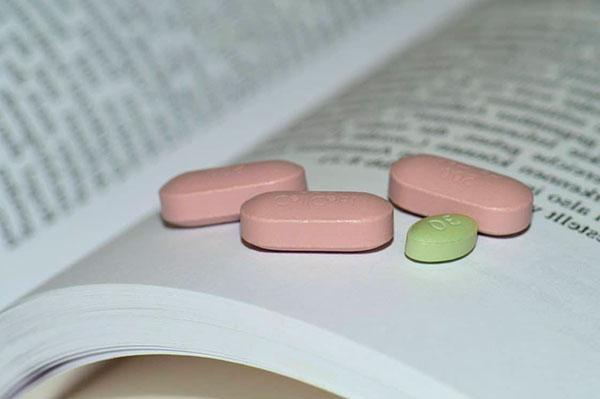 los requisitos legales que deben cumplir los medicamentos en investigacion