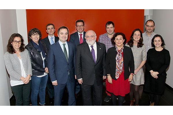 el consejo de farmaceuticos del pais vasco elige a angel garay como nuevo presidente