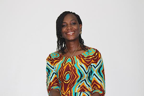 el premio harambee 2018 y rene furterer reconocen a la farmaceutica nigeriana ebele okoye