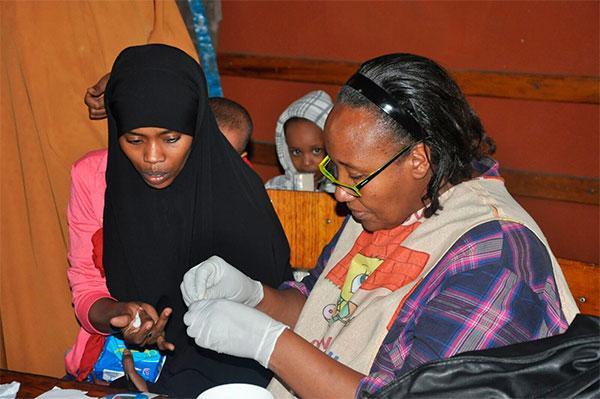 laboratorios vinas firme en su apoyo al fondo de emergencias de farmamundi