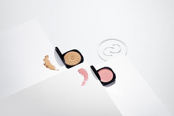 polvos de sol y blushcrema teint lumire dos creaciones de galnic para sublimar la piel
