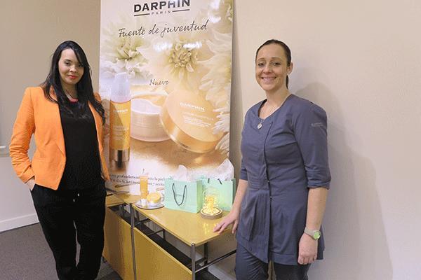 darphin amplia lumiere essentielle con una mascarilla accion dual y un limpiador micelar iluminador