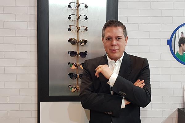 hannibal laguna presenta una coleccion de gafas mas atrevida