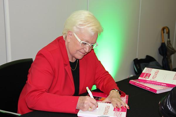 michele boiron presenta su ultimo libro en infarma 2018