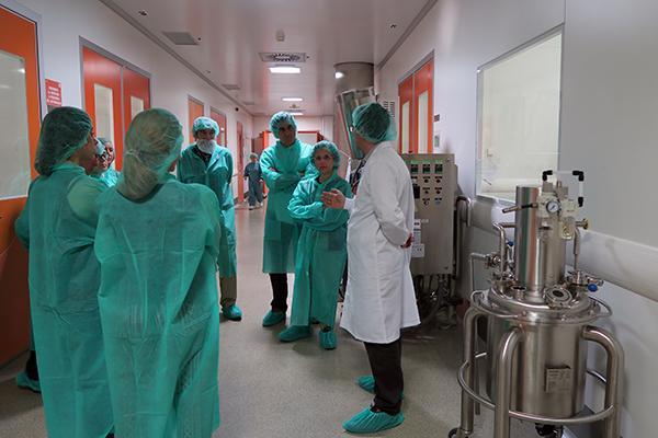 aristo pharma muestra su planta de produccion de madrid a un grupo de farmaceuticos