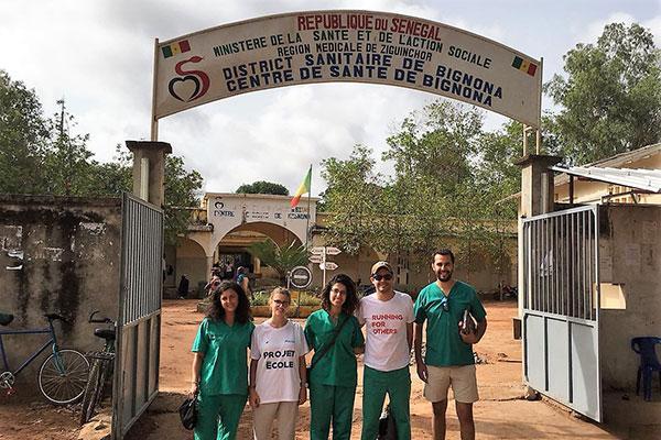 empleados de cofares realizan un viaje humanitario en senegal