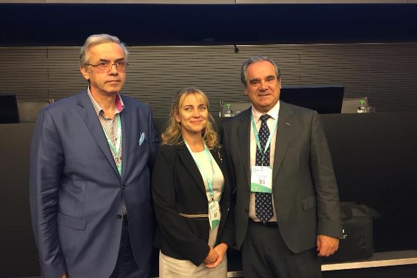 jesus aguilar detalla los retos de la farmacia en el congreso nacional farmaceutico de rumania