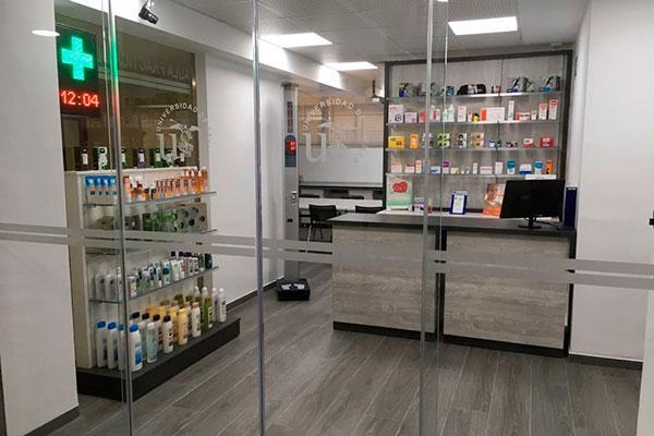 acofarma dona 400 productos para el aula de farmacia de la universidad de sevilla