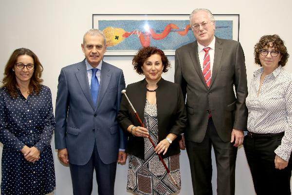 elena castiella recibe el homenaje del consejo de farmaceuticos del pais vasco