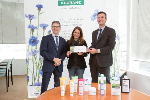 klorane botanical fundation entrega 10000 euros a la fundacion a la par