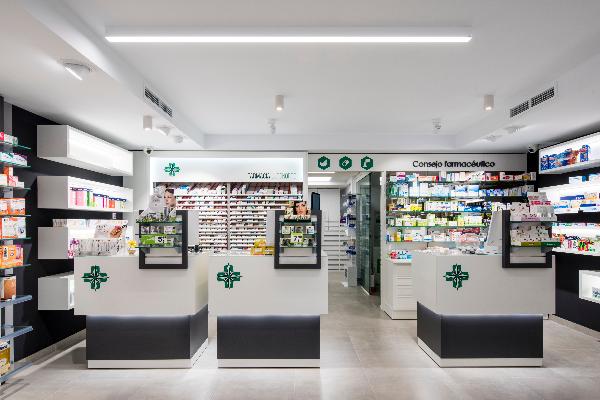 antes y despues la farmacia lugo norte una renovacion 360
