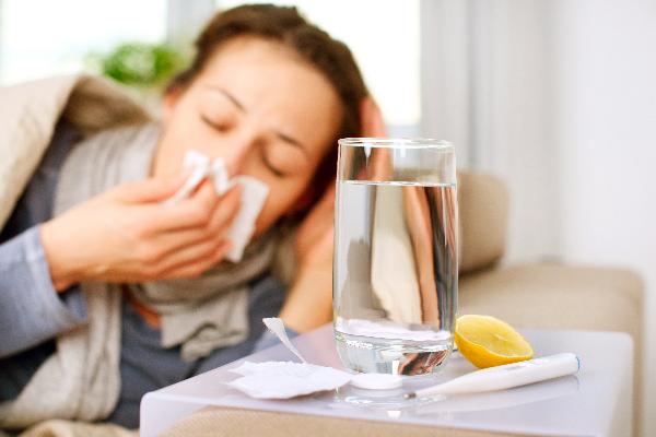 frio-gripe-y-catarros-de-la-mano