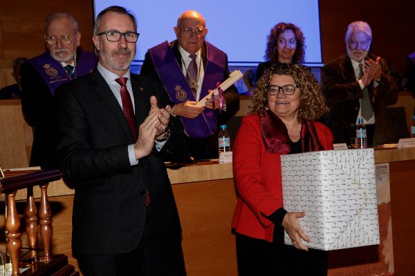 marina geli recibe el premio federacio farmaceutica 2018