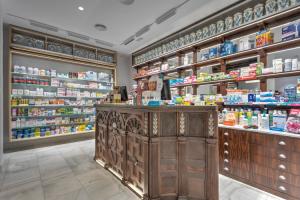 antigua-farmacia-de-la-reina-madre-mas-exposicion-pero-con-histori