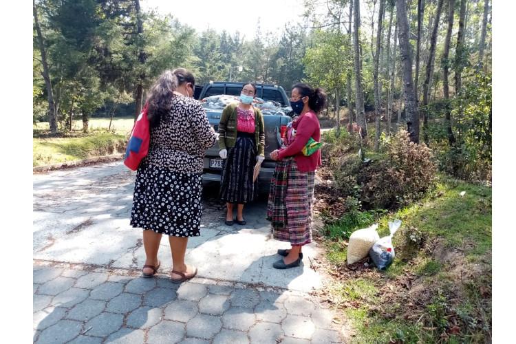 Farmamundi realiza la asistencia alimentaria de emergencia a los afectados por la tormenta ETA en Guatemala