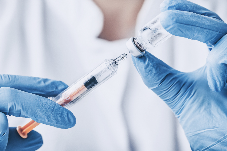 el-proceso-de-vacunacion-se-puede-retrasar-por-culpa-del-colapso-sanitario-actual-