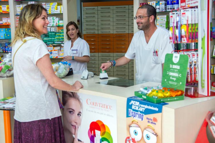 andalucia-autoriza-la-dispensacion-de-medicamentos-hospitalarios-en-las-farmacias--