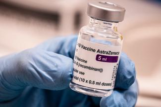 sanidad-vacunara-con-astrazeneca-a-las-personas-de-entre-60-y-69-ano