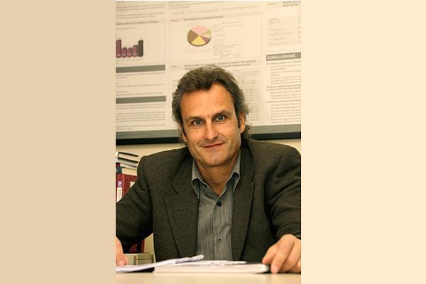 antoni gilabert nuevo director del area de farmacia y del medicamento del consorci de salud y social de cataluna