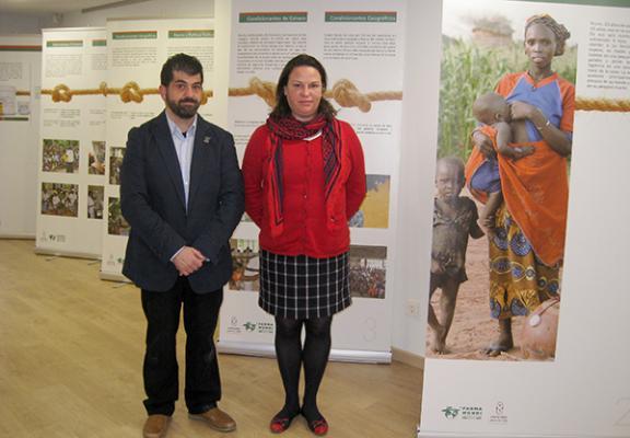 el cof de asturias acoge la muestra de farmamundi esenciales para la vida