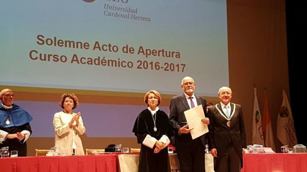 la ceu cardenal herrera premia al micof con la medalla al meacuterito de la universidad