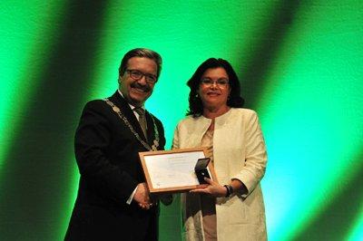 carmen pea es reconocida con el fip fellow award de la federacin internacional farmacutica fip