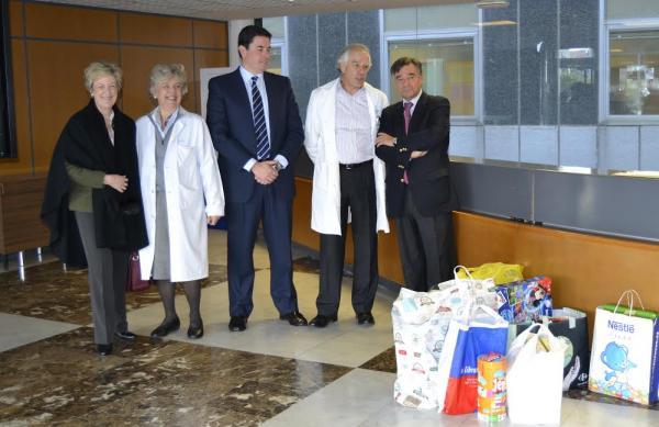 El cofm y su junta de gobierno reparten juguetes entre los - Hospital materno infantil la paz ...