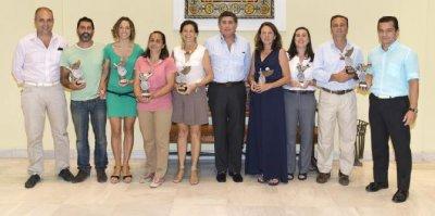 el colegio de farmacuticos de sevilla entrega los premios de los torneos de pdel y tenis