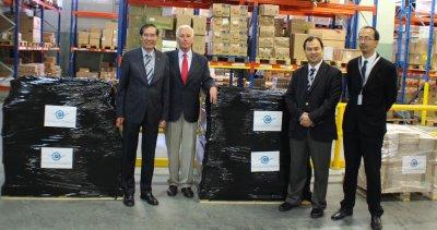 el embajador de filipinas recibe una donacian de fundacian cofares