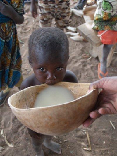 farmamundi apuesta por combatir la desnutricion incidiendo en embarazadas y menores de cinco anos