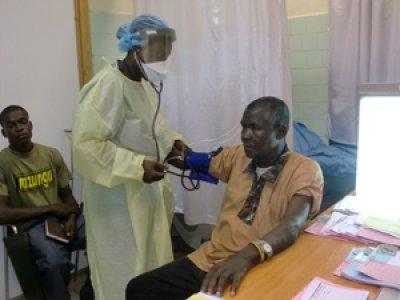 farmamundi entrega material de proteccin personal para combatir el bola