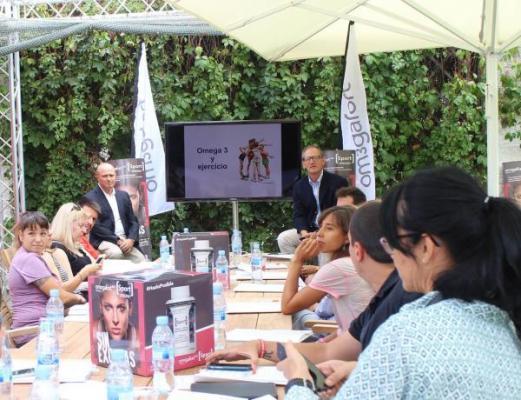 ferrer forma a periodistas y blogueros deportivos sobre los beneficios de los omegas