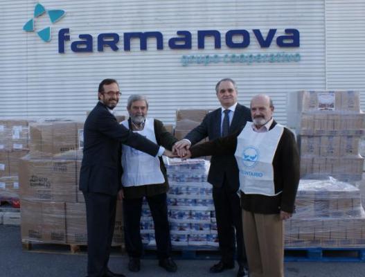 grupo farmanova entrega lo recaudado en su uacuteltima campantildea solidaria a banco de alimentos