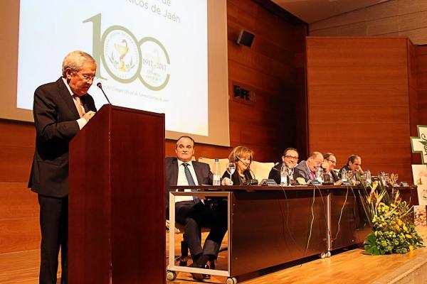 el cof de jaeacuten estrena el antildeo de su centenario con una conferencia del periodista fernando oacutenega