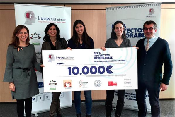 know alzheimer entrega la beca proyectos memorables a un proyecto del hospital cliacutenic de barcelona