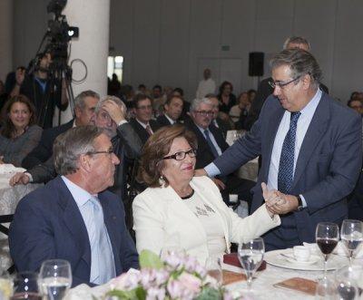 la ex presidenta de cecofar sofia fuentes recibe el homenaje del sector farmaceutico