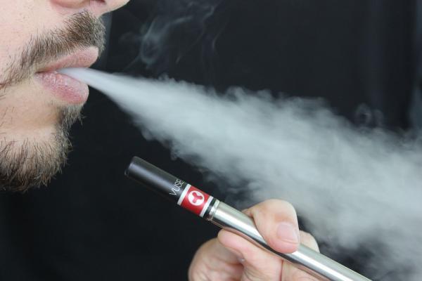 separ pide prohibir la venta de ecigarrillos en las farmacias si no se regulan como medicamentos